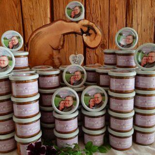 Hochzeitskuchen mit seitlichem Etikett